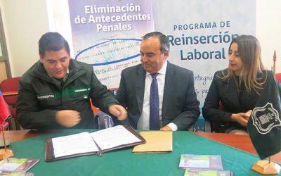 CAIS de Rancagua firma convenio con empresa privada que dará empleo a usuarios