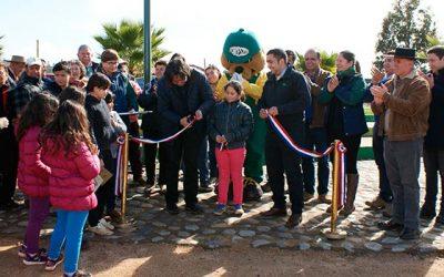 Conaf inaugura programa restauración plaza villa San Ricardo en Lolol
