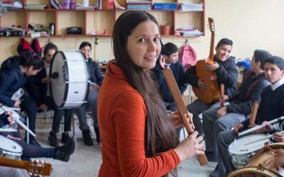 Escuelas rurales de San Fernando reciben intervenciones artísticas gracias a EcoEscuela Kalfumalén