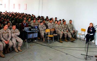 Infectología del Hospital San Fernando reala charla sobre SIDA en Regimiento Colchagua