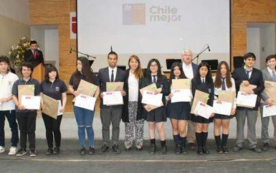 154 alumnas y apoderados de Liceo Oscar Castro de Rancagua reciben bono logro escolar