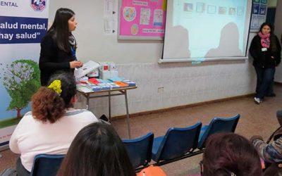 Charla educativa en sala de espera del Hospital de Pichilemu