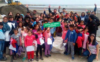 Exitosa jornada de limpieza de playas y costas se vivió en Pichilemu y Paredones
