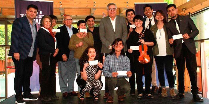 Alcalde de Rancagua entrega beca municipal a jóvenes músicos de la ciudad