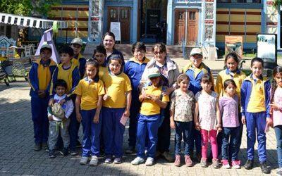 Alumnos de escuela Valdebenito de Las Cabras realizan visita cultural al Parque Quinta Normal