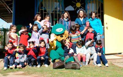 La Conaf y Forestín visitan a colegio de Lenguaje Los Brujitos en Machalí