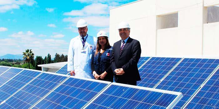 Ministerio de energía inaugura techos solares en Hospital de Santa Cruz