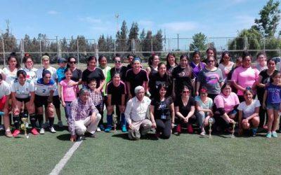 Mujeres de Rengo participan en el primer campeonato de futbolito de la comuna