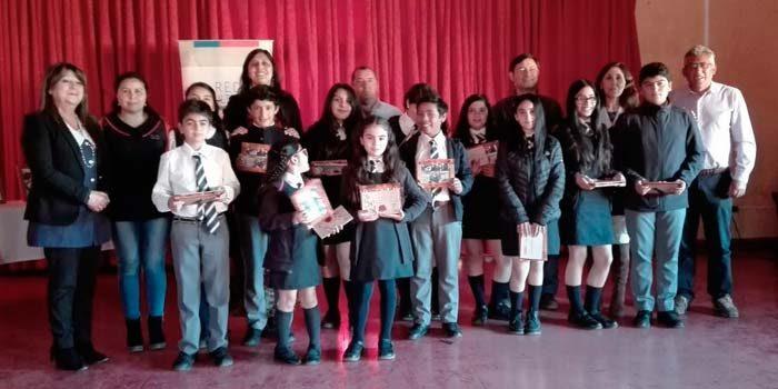 Niños de Pumanque y Peñablanca presentan un libro con historias locales