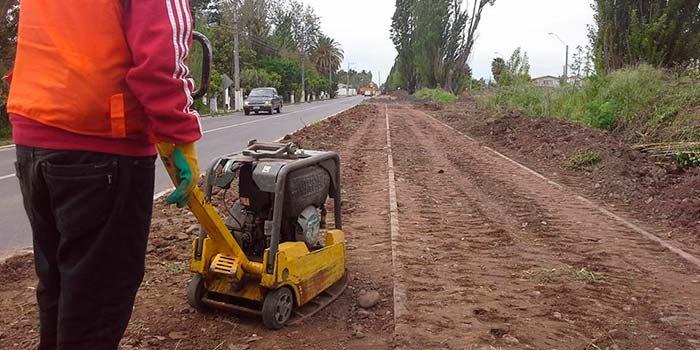Alcaldesa de Palmilla gestiona implementación de veredas y ciclovías