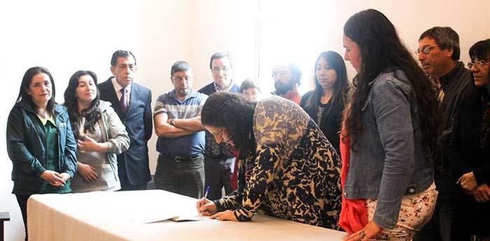 Alcaldesa de Palmilla preside constitución de mesa AVAC