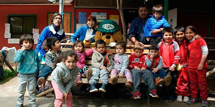 Conaf y Forestín visitan colegios de la región para enseñar a los niños a cuidar la tierra