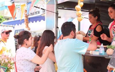 Food trucks llenaron de sabor la Plaza de Los Héroes