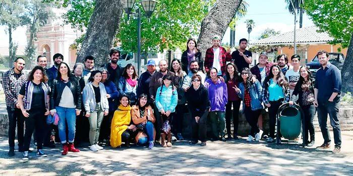 Participantes de las residencias de arte colaborativo se reúnen en El Huique