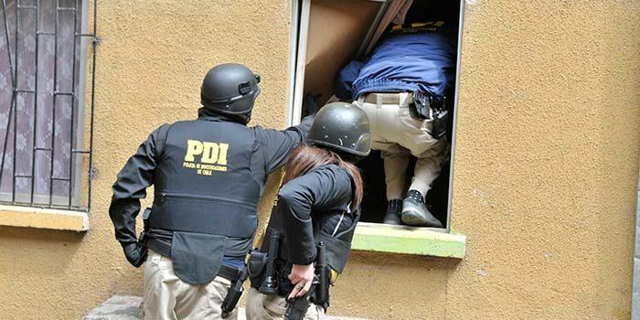 PDI detiene a pareja por robos a casas de veraneo en Pichilemu