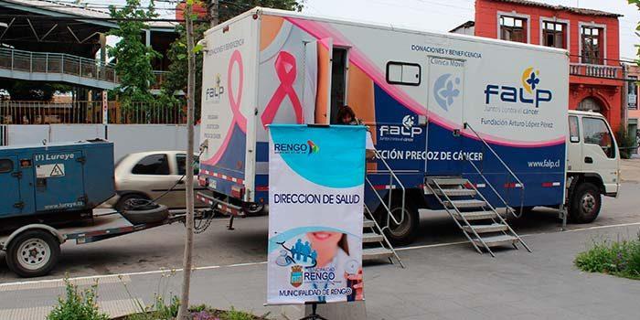 Realizan importante operativo preventivo de cáncer de mamas en Plaza de Armas de Rengo
