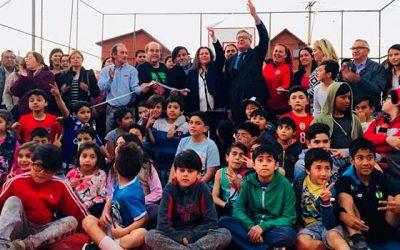 Vecinos de Villa Conavicoop celebran la inauguración de su remozada multicancha