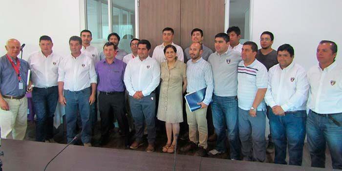 Alcaldesa de Palmilla firma decreto de constitución de cuerpo de bomberos
