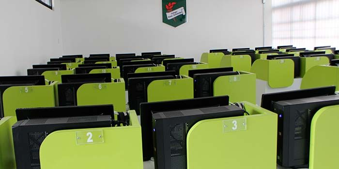 Colegio René Schneider inaugura su nueva sala de computación