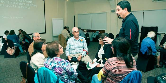 Dirigentes sociales se capacitan en taller de liderazgo organizado por CGE