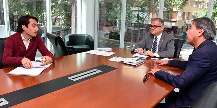 Minvu O'Higgins visita consulados de Haití y Colombia para informar sobre sus programas habitacionales