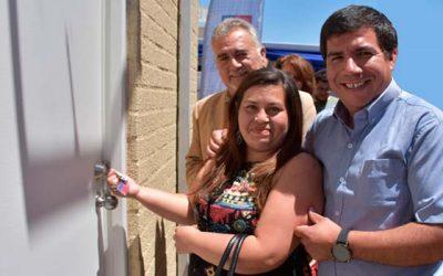 160 familias de Rancagua reciben las llaves de sus casas