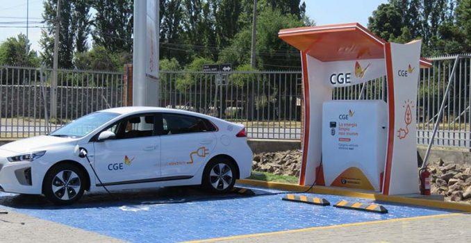 CGE inaugura primer punto de carga de electricidad