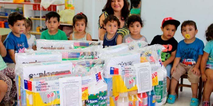 Integra recibe importante aporte en útiles escolares por parte de la Junaeb