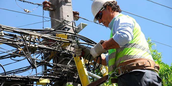 Comienza retiro de cables de telefonía en desuso en Rancagua