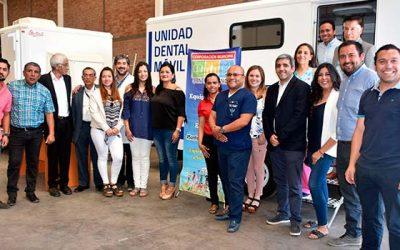Cormusaf recibe moderna clínica dental móvil para atender a estudiantes de cuartos medios