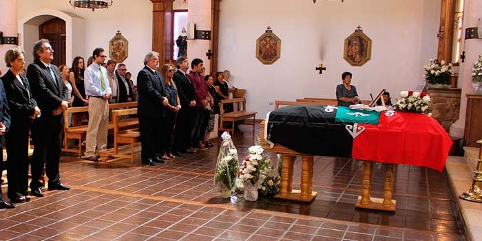 Emotiva despedida de ex director del Hospital Santa Cruz