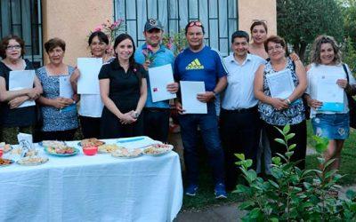 Familias de Villa Cordillera reciben escrituras de sus departamentos