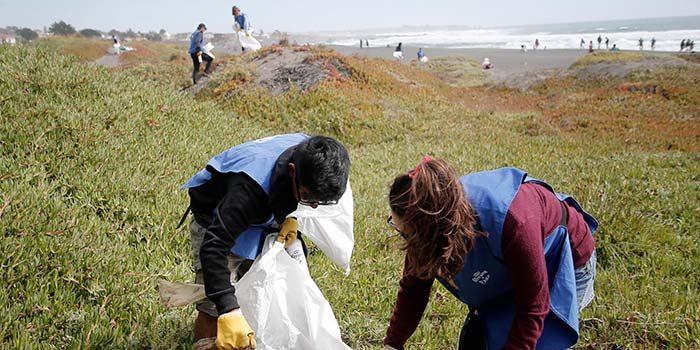Más de 200 kilos de micorplástico se recolectaron de playas de Pichilemu