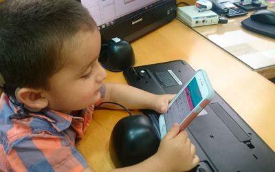 Pequeño de dos años escucha por primera vez a sus padres gracias a la tecnología del Implante Coclear