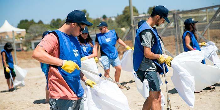 Voluntarios por El Océano comienza su gira por el sur en la capital mundial del surf