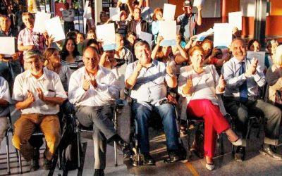 30 familias de la localidad de Esmeralda reciben sus escrituras