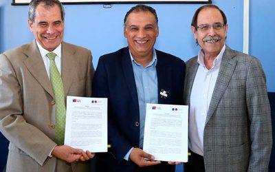 Alcalde de San Fernando suscribe convenio que da inicio a la desmunicipalización de la educación pública