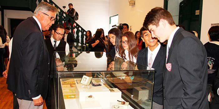 Cartas y poemas inéditos de Oscar Castro son exhibidas por primera vez al público
