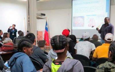 Hospital de Pichilemu dicta charla sobre tuberculosis a comunidad local y haitiana