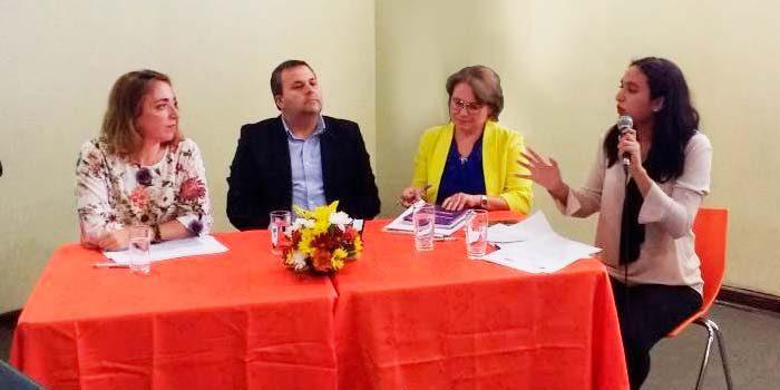 Jueza de familia de San Fernando expone en seminario organizado por el Sernameg