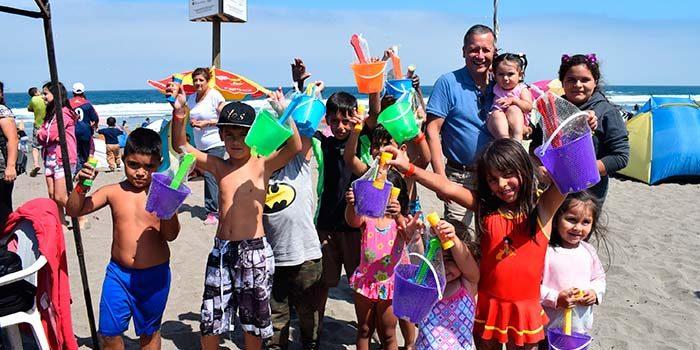 Municipalidad de Mostazal lleva gratis a 8 mil vecinos a la playa