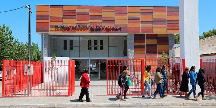 Palmilla inaugura nuevo Teatro Municipal con amplia cartelera de eventos