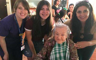 Usuarios de programa Vida Sana de Isla de Yaquil realizan visita solidaria