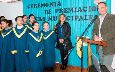 519 alumnos de Mostazal reciben becas entregadas por el municipio