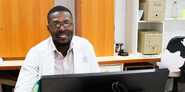 A Hospital Santa Cruz llega nuevo facilitador intercultural haitiano