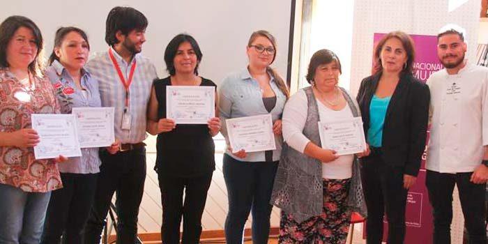 En Palmilla 16 mujeres reciben certificación de curso de repostería
