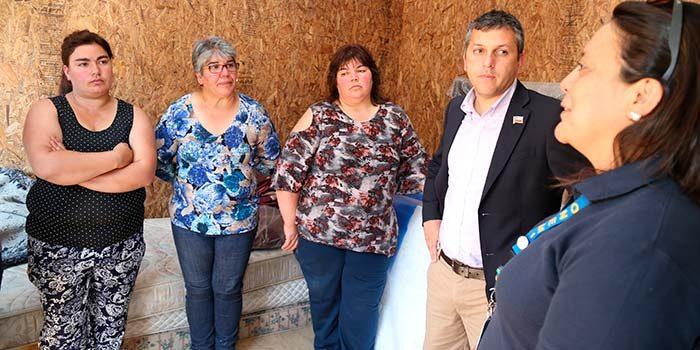 Entrega de viviendas de emergencia a víctimas de incendio en Malloa
