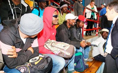 Migrantes y nuevo centro de atención en gimnasio Hermógenes Lizana