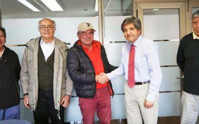 Mucech de OHiggins expone sus proyectos de producción limpia a director nacional del Indap