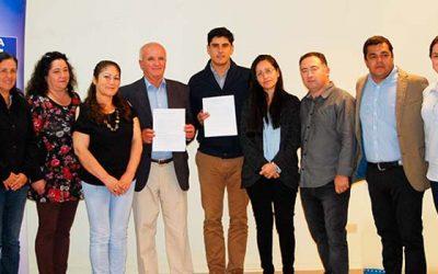 Municipio de La Estrella renueva convenio de becas para alumnos de su comuna